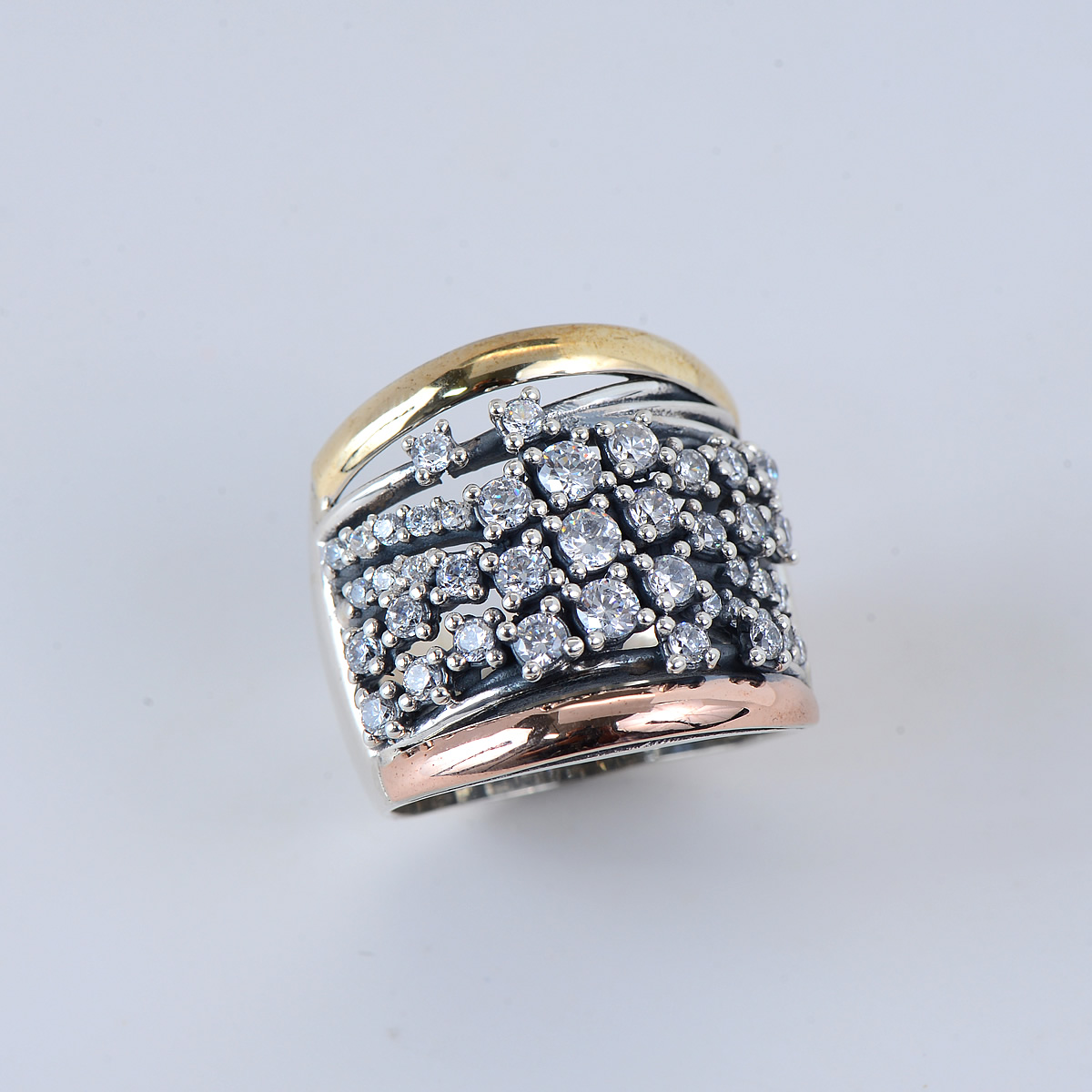 Elegant Sterling Silver 9.25 Ring with Gold en rosétone