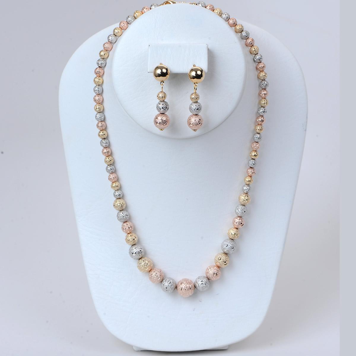 Glamorous collar Diamond Cut design with earrings