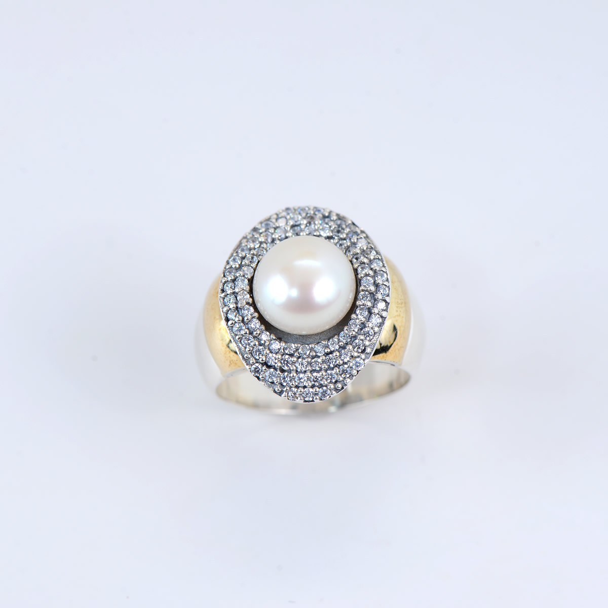 Elegant sterling Silver 9.25 and goldtone Plating ring with fresh water pearl