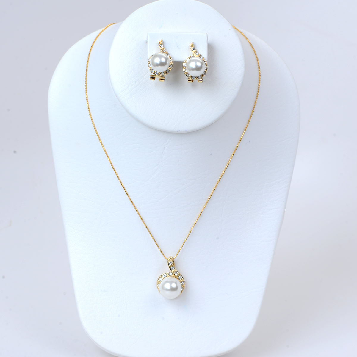 Brilliant Pearlesque Necklace and Earring Set